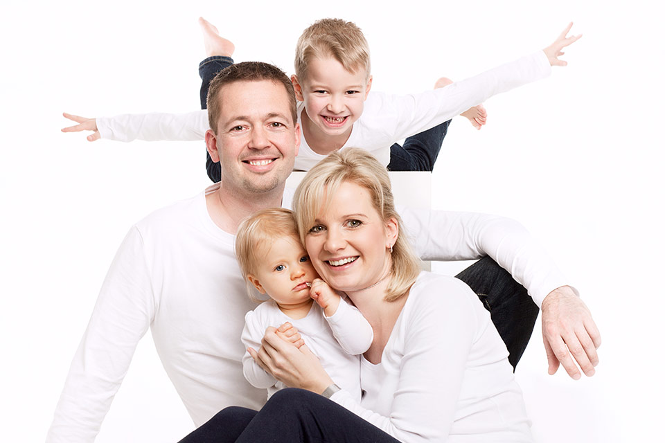 familien fotoshooting im fotostudio f r die ganze familie. Black Bedroom Furniture Sets. Home Design Ideas